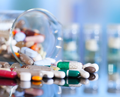 Tabletten, Kapseln und Pillen können bei Morbus Crohn eine Rolle spielen
