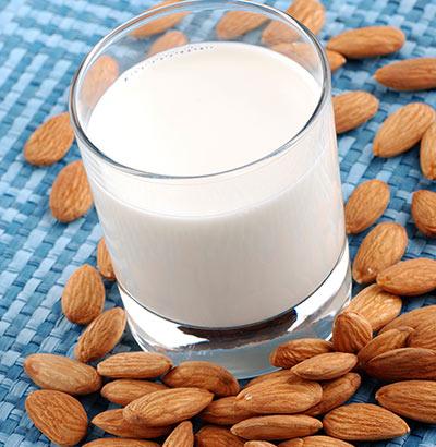 Mandeln und Milch – wirksame Hausmittel gegen Sodbrennen