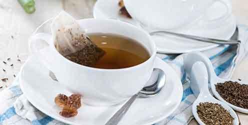 Tasse Tee bei Sodbrennen