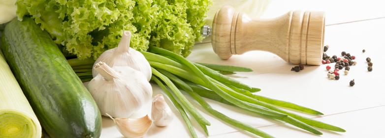 Blähende Lebensmittel wie Gurke, Lauch, Knoblauch, Frühlingszwiebeln