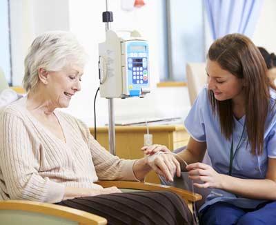 Frau bei der Darmkrebs-Behandlung: Chemotherapie