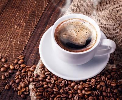 Tasse Kaffee, um Darmverschluss vorzubeugen