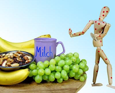 Obst, Milch, Nüsse als häufige Verursacher von Lebensmittelallergien - sind sie die Ursache von Magenschmerzen hilft nur Vermeiden