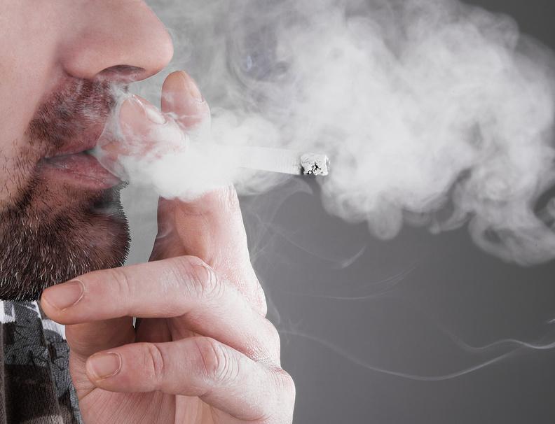 Der (weitgehende) Verzicht auf Genussgifte wie Nikotin und Alkohol kann Völlegefühl reduzieren.